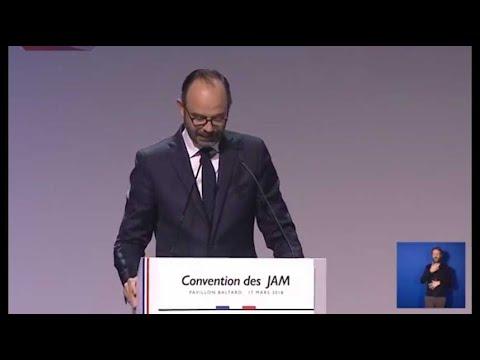 """Édouard Philippe enchaîne les blagues aux """"Jeunes avec Macron"""""""