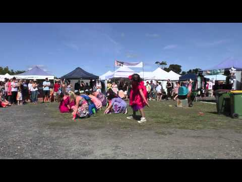 The Cassettes Dancers | Byron Bay Markets 6th Sept 2015