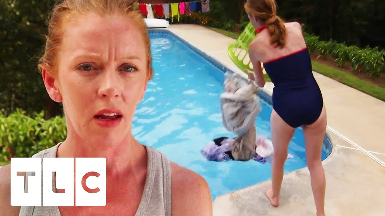 d823800fcb28 Mum Makes Family Wash Clothes In Their Swimming Pool! | Extreme Cheapskates