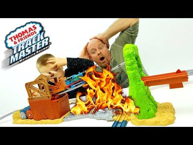 Trenino Thomas con la sua gigante Pista che prende fuoco e la SALSICCIA PAZZA ???? ???? ????