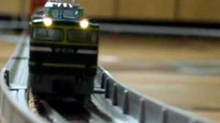 手持ちの鉄道模型(Nゲージ)を使い、サロンカーなにわをEF81(トワイラ...