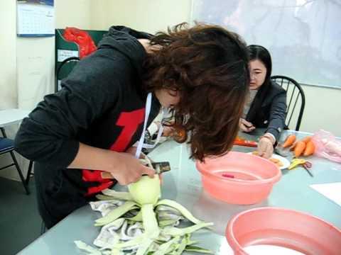 Học cắt tỉa, sáng 5 12 2010, tại Nữ Công Gia Chánh Thành