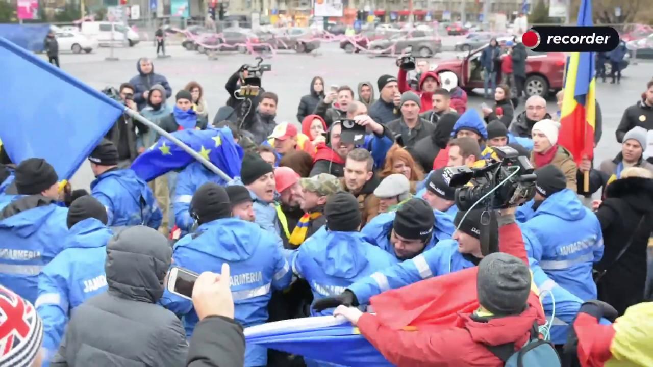 Protestatarii au blocat instalarea târgului de sărbători din Piața Victoriei