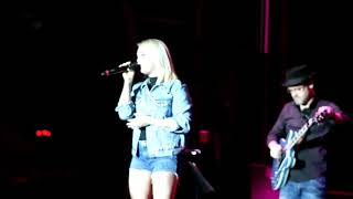 Raelynn at the grand opening of Ole Red Tishomingo, OK