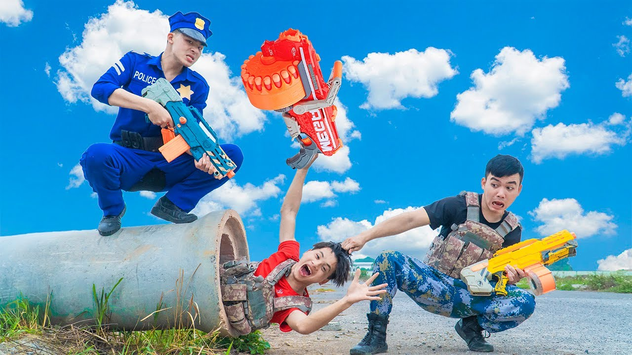 Battle Nerf War BLUE POLICE COMPETITION Nerf Guns Fight Squad Man DRAIN BATTLE NERF FUNNY