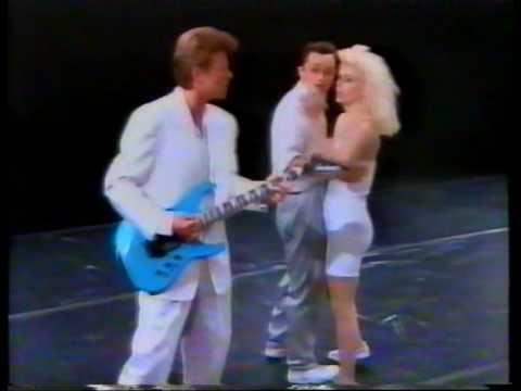 David Bowie Look Back In Anger (USA) RARE 1988 peformance w/ la La La Human Steps