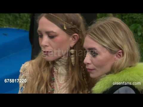 Mary-Kate and Ashley Olsen at Rei Kawakubo/Comme des Garcons - mei 2017