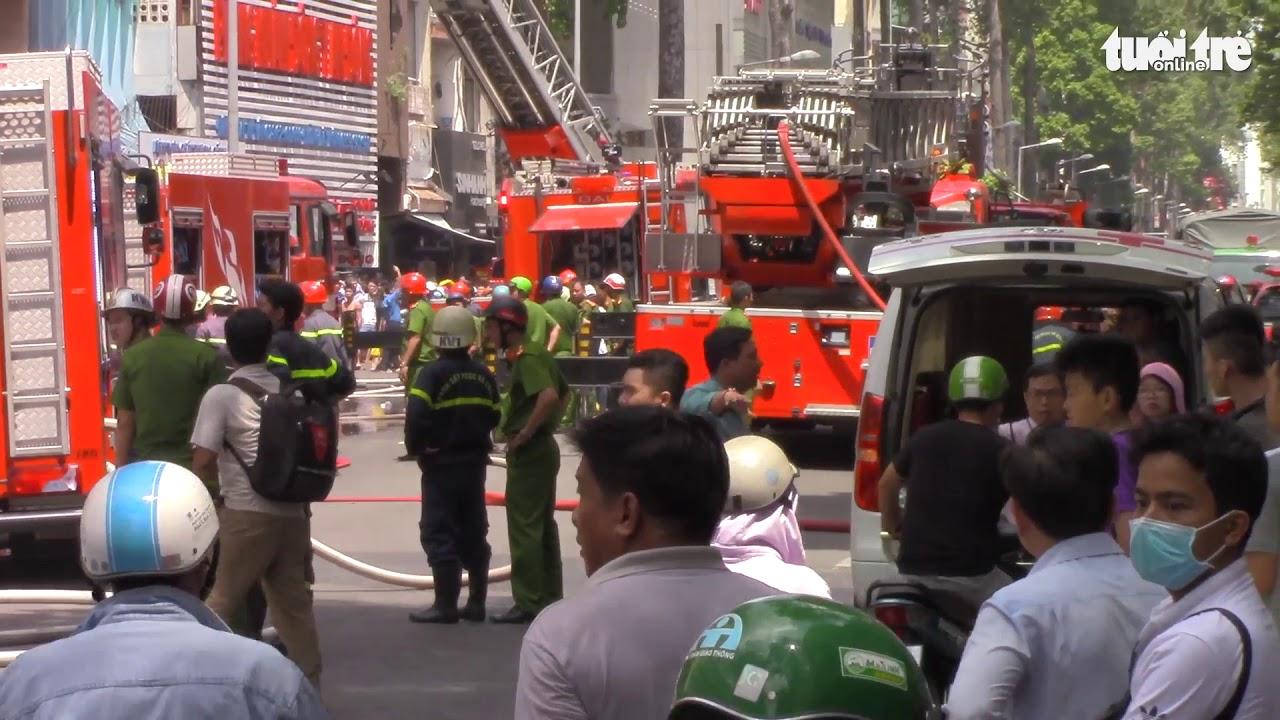 Cháy ký túc xá, hàng chục sinh viên được cảnh sát giải cứu
