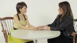 タレントの熊切あさ美さんと占い師ルカ先生と対談の様子を大公開。 恋愛...