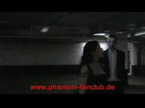 Fans singing Das Phantom der Oper