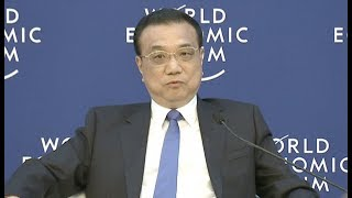 Chinese Premier Holds Dialogue with Representatives of Summer Davos