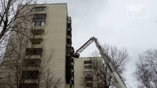 Опубликовано видео пожара в жилом доме в Москве