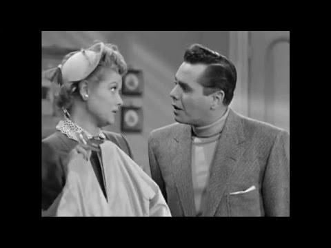 Lucy y Ricky hablando en español e inglés.