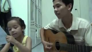 Anh trai đàn Guitar Em gái hát .... rất tình cảm @