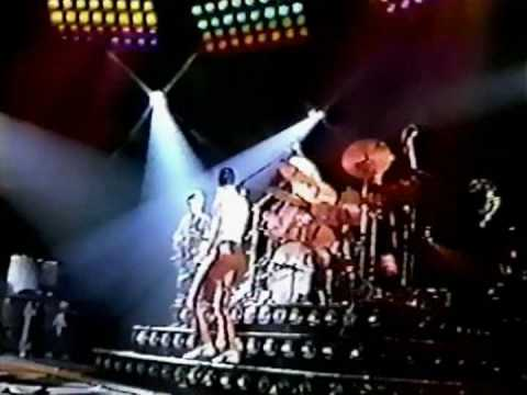 Queen - Flash (Live)