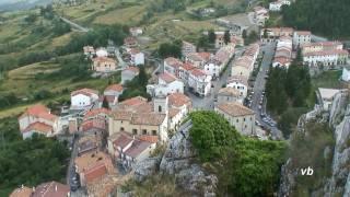 Tra i monti dell'abruzzo, il villaggio di pizzoferrato, abbarbicato al suo pizzo, ancora appare come un'oasi serenita' ed amore per la natura.