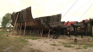Il sogno folle di un francese: da 20 anni costruisce un vascello
