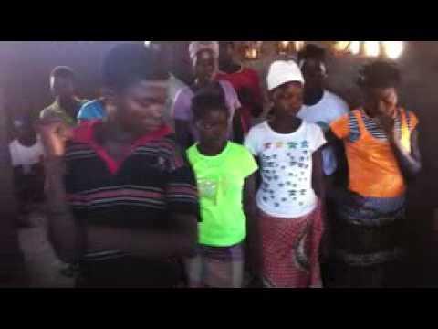 Criatividade para louvar ao Deus Vivo em Moçambique