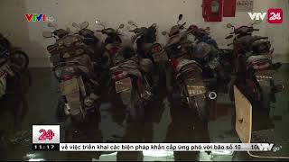 Ngập hầm chung cư, hàng trăm phương tiện chìm trong biển nước | VTV24