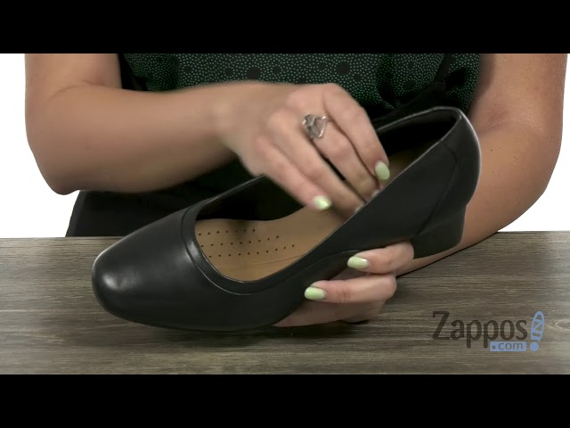 Clarks Womens Un Cosmo Step Closed-Toe Pumps