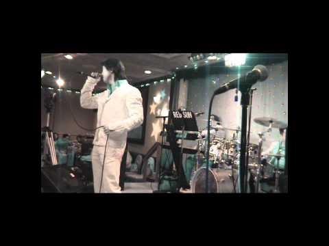"""Dan Nguyen """"Ngay Vui Qua Mau"""" & The Red Sun Band"""