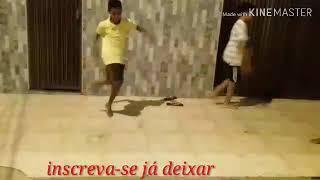 Meninos do passinho à pretendo dança (Dj Guuga chama no  probleminha -você desce novinha)...