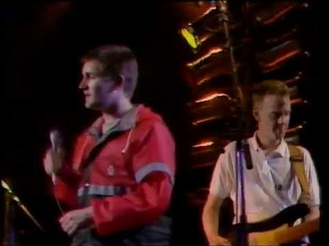 The Housemartins - Happy Hour - live