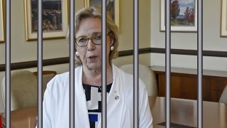 """Elizabeth May """"threatens"""" to go to jail over Kinder Morgan pipeline"""