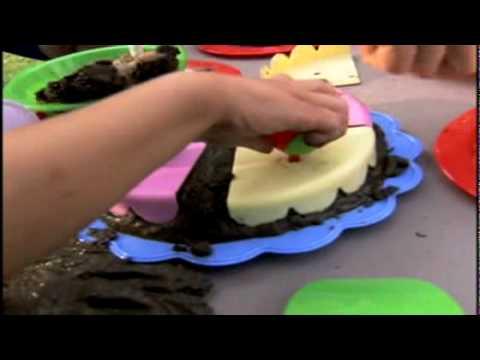 Lovely Little Tikes Makinu0027 Mud Pies   YouTube
