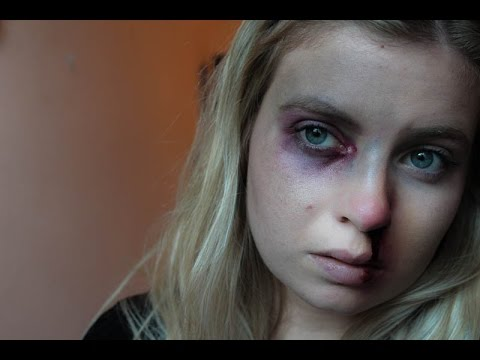 Oeil au bord noir , maquillage halloween