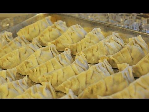 How to Make Pork Pan-Fried Chinese Dumplings / Potstickers – ( Jiao Zi ) 煎餃子
