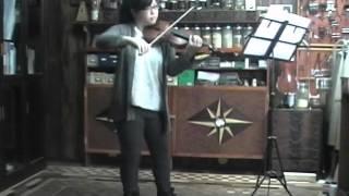 千葉安純さんが、岩井製作のヴァイオリンで演奏しています。 バイオリン...