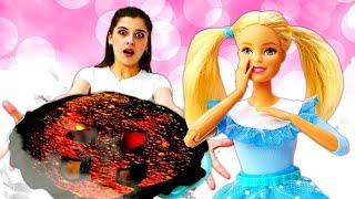 Играем в куклы: Барби и Маша пекут ягодный пирог. Мультики для девочек - Ох, уж эти куклы!