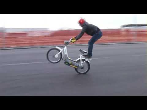 Nicola l 39 impennatore freestyle wheelie ciao piaggio la for Ciao youtube