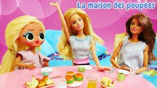 La soirée pyjama. La vie des poupées. Vidéo en français pour les filles.