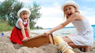 Настя маленькая  и папа - веселые приключения на пляже