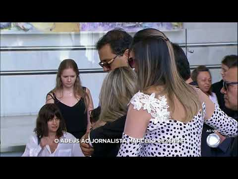 Geraldo Luis chega ao velório de Marcelo Rezende