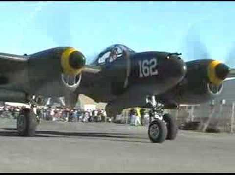 Lockheed P-38 Lightning Flight Demonstration - Up Close !