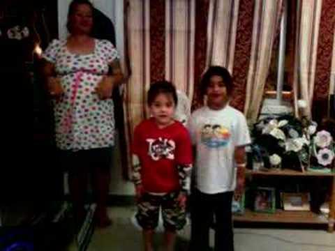 Micronesian boy vs Samoan Ladies