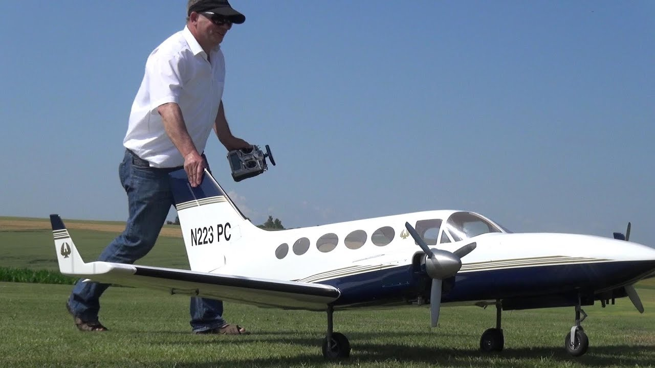 Cessna 421C RC Scale Model Airplane Hard landing