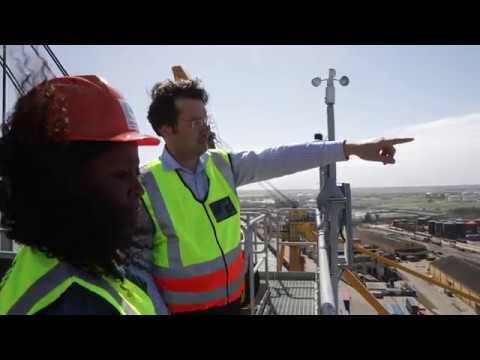 Lee visits the Port of Beira