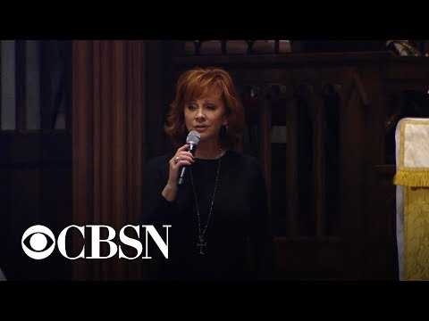 """Reba McEntire sings """"The Lord's Prayer"""" at funeral for George H.W. Bush"""