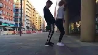 Парень с девушкой классно танцуют Shuffle