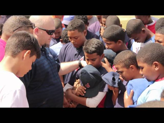 Dominican Baseball Team Gives Their Hearts to Jesus
