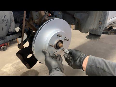 Toyota Corolla -Замена Передних Тормозных Колодок и Тормозных Дисков