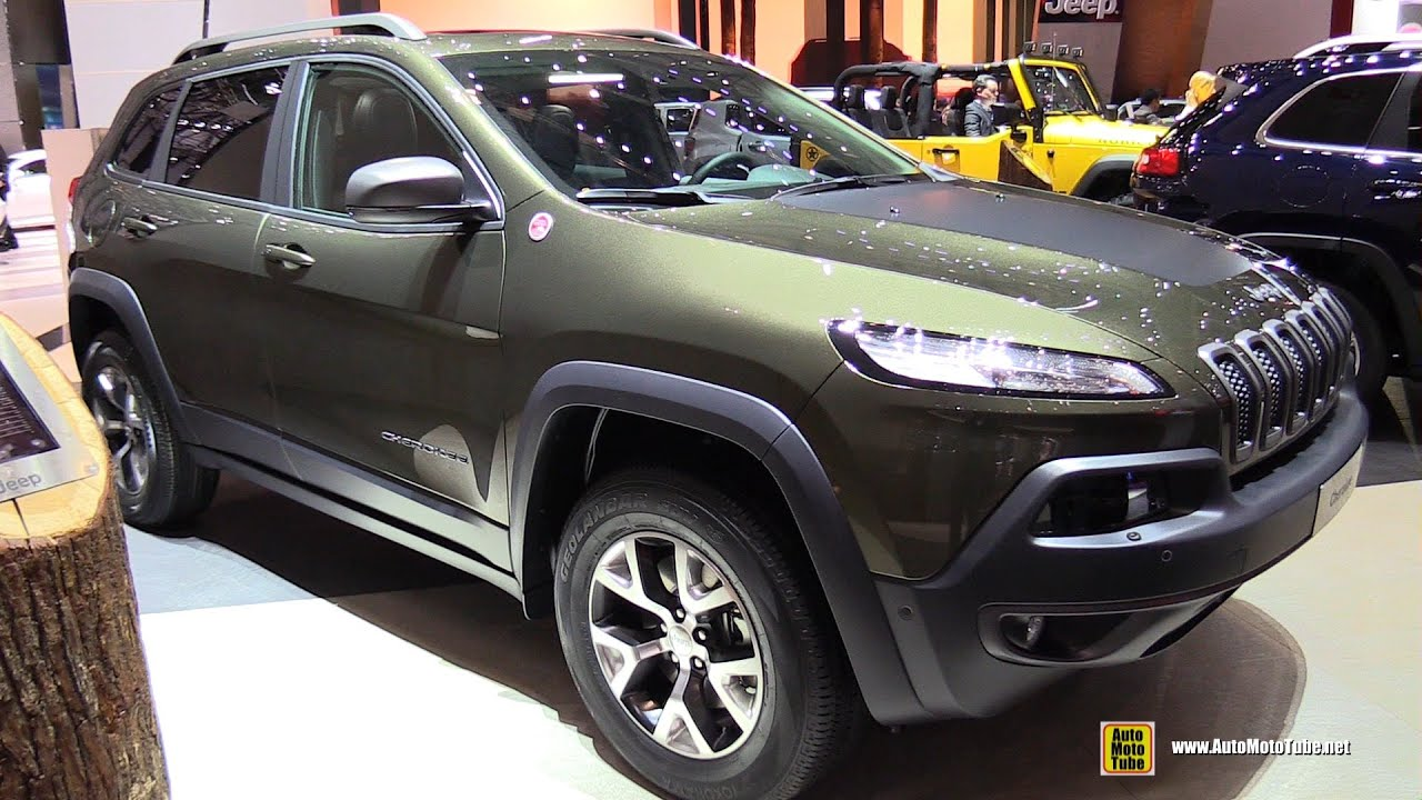 2015 jeep cherokee trailhawk exterior and interior walkaround 2015 geneva motor show youtube. Black Bedroom Furniture Sets. Home Design Ideas