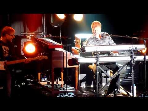 Mick Hucknall - The Girl That Radiates That Charm (live @ Brighton Dome)