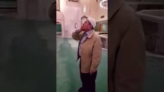 شاهد.. شيخ تركي يساعد المكفوفين في التفرقة ما بين آذان الصلوات