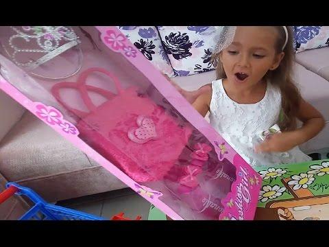 Elife yeni Prenses tacı çantası ve terliği.bahçe gezmesi oyunu, Eğlenceli çocuk videosu