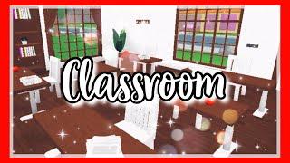 ROBLOX   Bloxburg: School Classroom 🍎